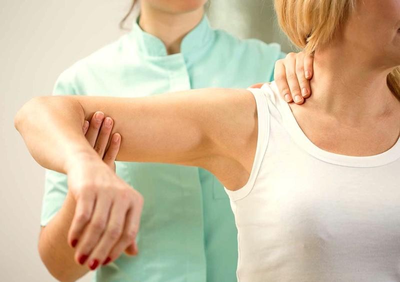 К какому врачу обращаться с суставами как разработать лучезапястный сустав