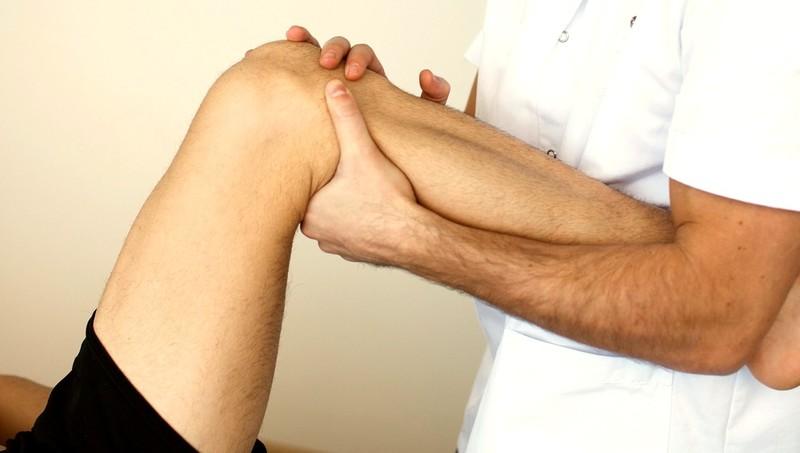 Если болит колено что делать к кому обращаться как снять боль в суставах у собаки