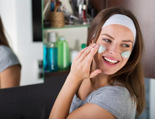 Когда лучше делать чистку лица – время года и менструальный цикл, подготовка кожи к отпуску